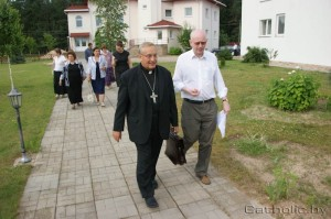 The Archbishop with Sean O'Donnell after Media Training Seminars in Minsk.